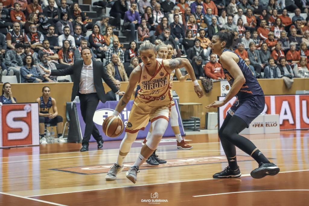 Nadia Colhado signa la renovació del seu contracte amb l'Spar Citylift Girona per una temporada més.