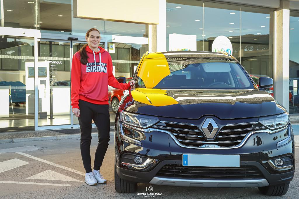 Renault Girona entrega les claus del nou cotxe a Sonja Vasic